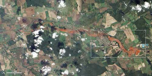 marea roja aluminio Hungria, satelite