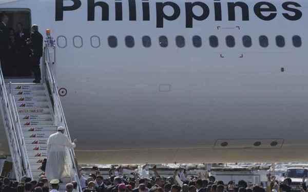 Regreso del Papa al Vaticano con Philippines Airline