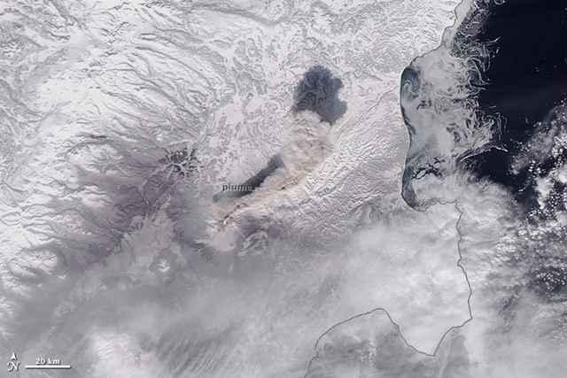 Nube de cenizas del volcán Shiveluch desde el espacio